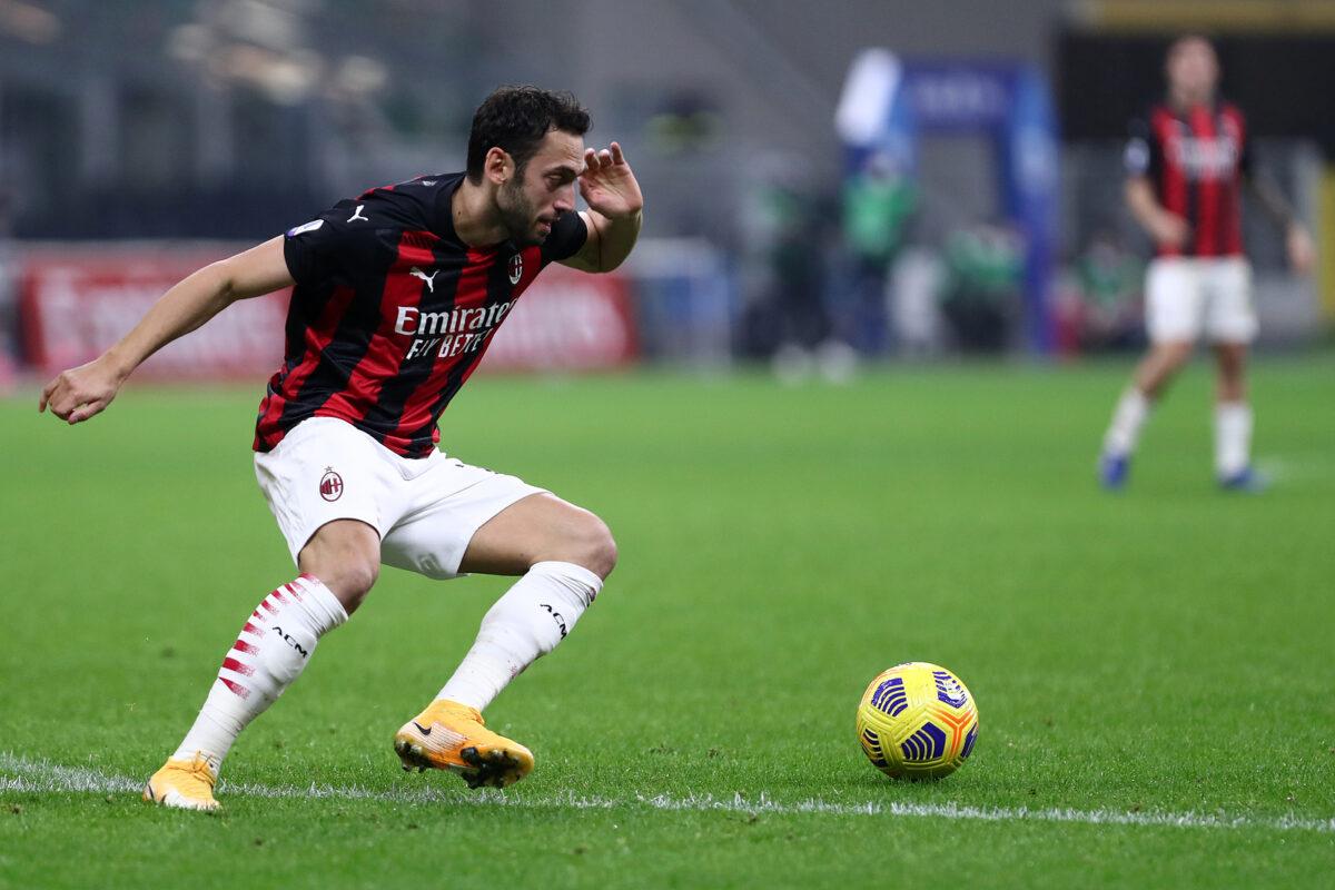 Hakan Calhanoglu, centrocampista Milan