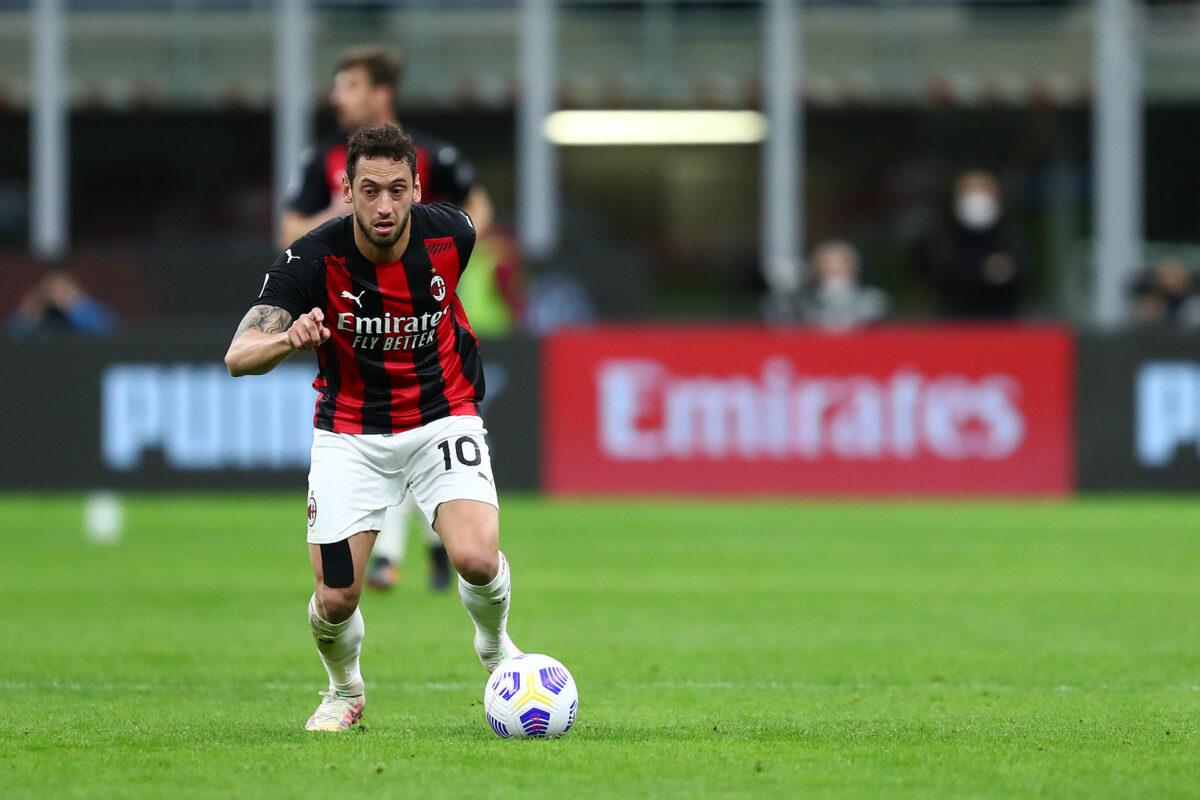 Hakan Calhanoglu, trequartista Milan