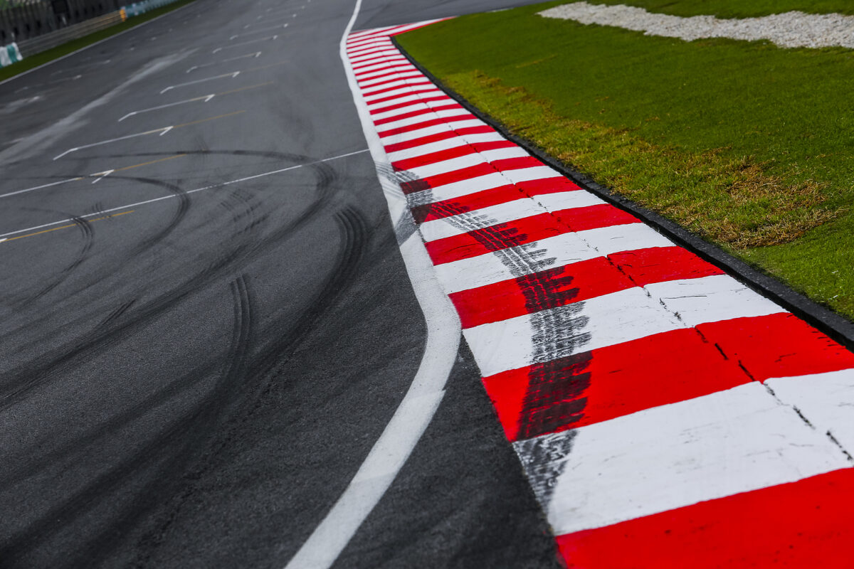 cordolo circuito, MotoGP-Formula 1